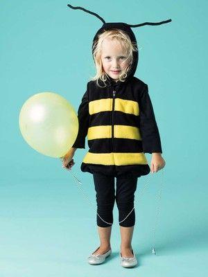 Summ, summ, summ, dieses niedliche Bienchen fliegt im Kapuzenoverall mit aufgenähten Streifen herum. Auf dem Rücken hat die Biene einen Stachel aus ausgestopftem Fleece. 139-012016-B, burda style, Biene, Nähen