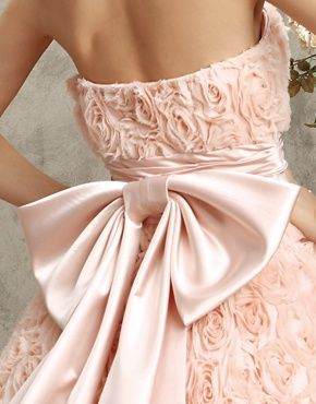 pink wedding dress with pink bow - I want a white wedding dress, but the style is beautiful!