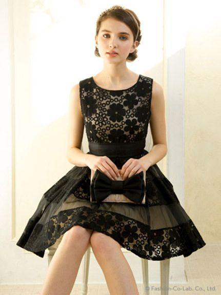 ガーリーなデザインの甘口ブラックワンピ♡ 結婚式のお呼ばれドレスの参考例まとめ。