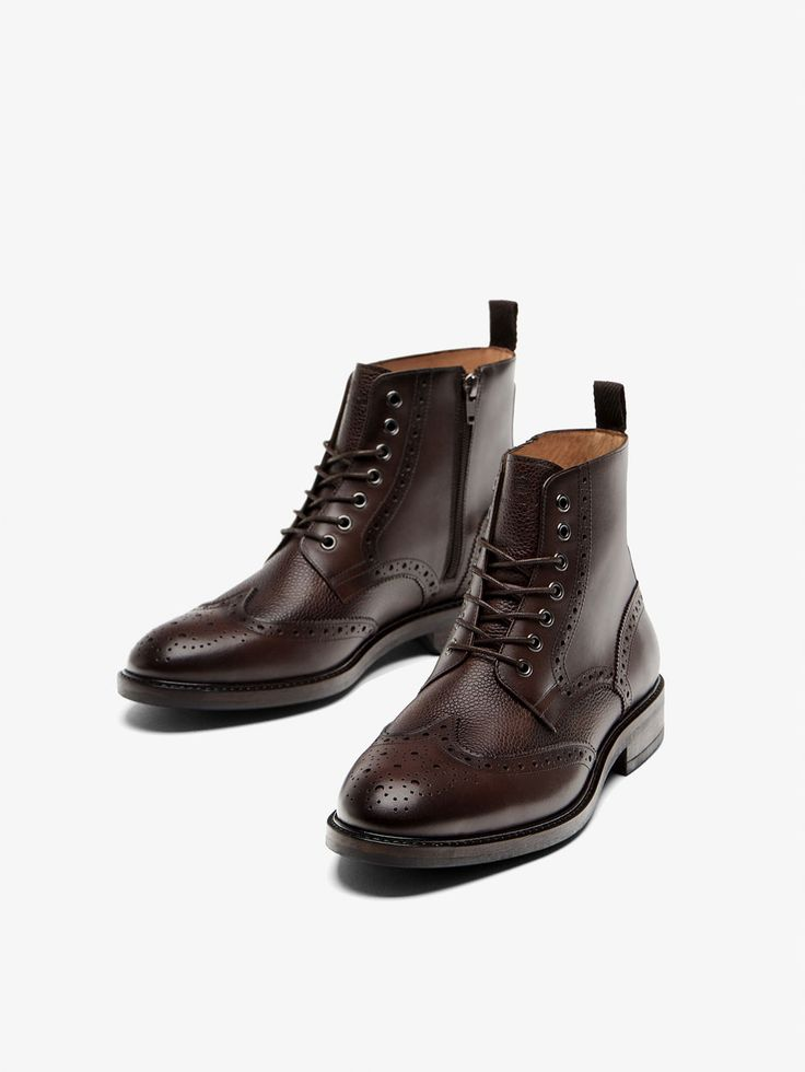 Fall Winter 2017 Men´s BROWN LEATHER BROGUE BOOTS at Massimo Dutti for 129. Effortless elegance!