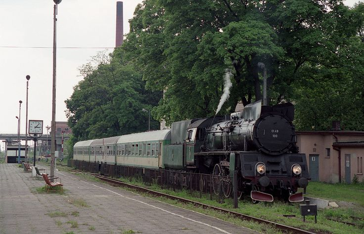 Empty train at Wschowa Poland depending at 15:10 for Wolsztyn 5-25-99