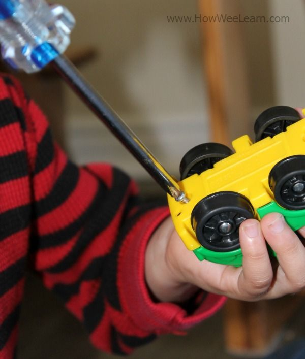 Using toy cars and screw drivers to take apart and rebuild toy cars!  SO simple, great for strengthening little hands, fine motor skills, and amazingly engaging for preschoolers!