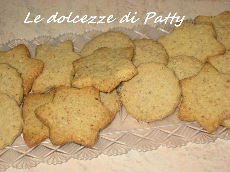 BISCOTTINI SEMPLICI ALLE MANDORLE E ALLE NOCCIOLE - Qui la #ricetta #BlogGz: http://blog.giallozafferano.it/sanpatty/biscottini-semplici-alle-mandorle-e-alle-nocciole/ #GialloZafferano #biscotti #mandorle #nocciole #merenda