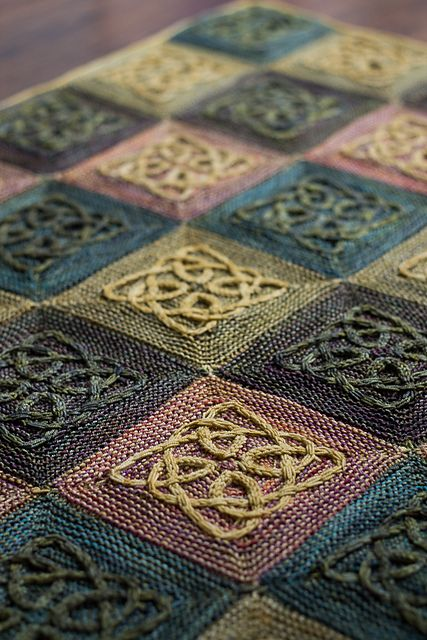 This is the first pattern in Illuminated Knits, a mini-collection of designs inspired by the colourful decorations found in Celtic mansucripts such as The Book of Kells.
