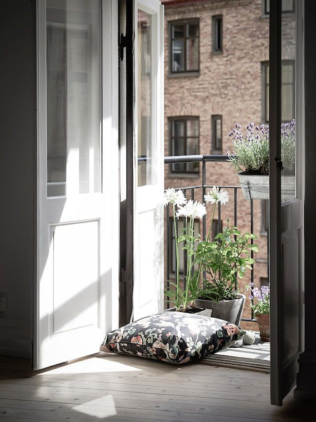 Balcony in a Swedish apartment bathed in light. Entrance.
