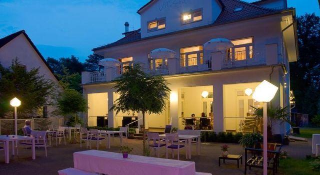Villa Ettel - #Hotel - $86 - #Hotels #Germany #BadSaarow-Pieskow http://www.justigo.co.in/hotels/germany/bad-saarow-pieskow/villa-ettel_207192.html