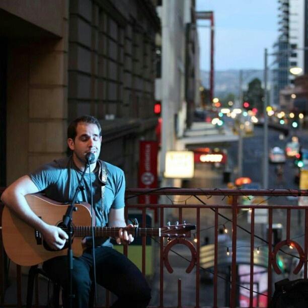 "@mpejin's photo: ""Playing on the balcony bar #harrysbar #balconybar #prefringeparty #adelaidefringe #acoustic #livemusic"""