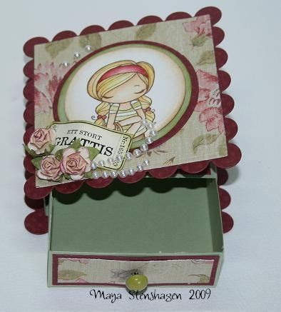 Part card, part tiny gift box. Super cute