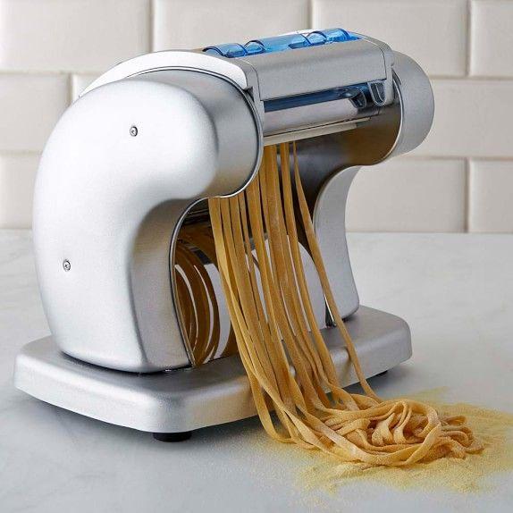 PastaPresto fa le tagliatelle di pasta fresca...