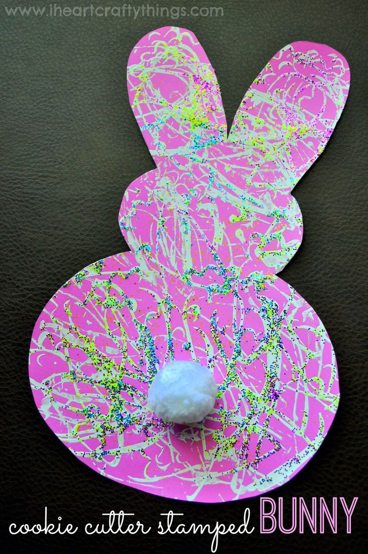 Cute preschool craft! Carrot cookie cutter stamped bunny. {I HEART CRAFTY THINGS}