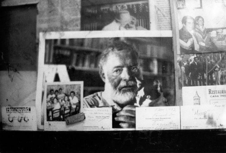 Mario Dondero, La foto di Hemingway sulla parete della ''Bodeguita del medio'', a Cuba, di cui era affezionato cliente