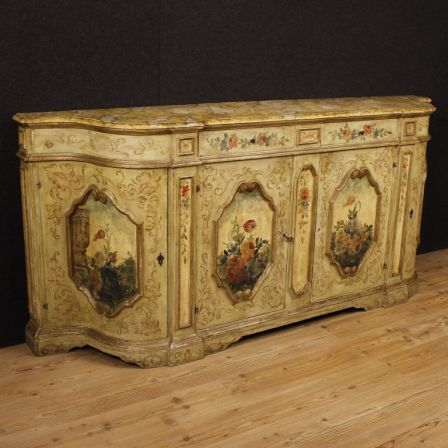4600€ Venetian lacquered and painted sideboard with floral decorations. Visit our website www.parino.it #antiques #antiquariato #furniture #lacquer #antiquities #antiquario #sideboard #buffet #credenza #golden #gold #decorative #interiordesign #homedecoration #antiqueshop #antiquestore #style