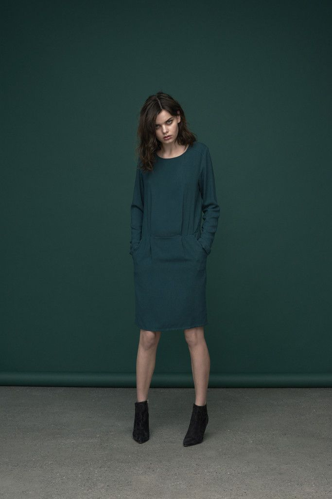 Emerald green dress with classic silhouette. It's your #ootd and #ootn