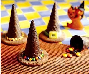Candy-Filled Witches' Hats--- for Christmas Yummy yummy yummy