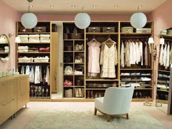 Let's sit in a chair and admire our closet.Walks, Simple Wardrobes, Chairs, Dresses, Organic Closets, Dreams Wardrobes, Extra Bedrooms, Dreams Closets, Closets Spaces