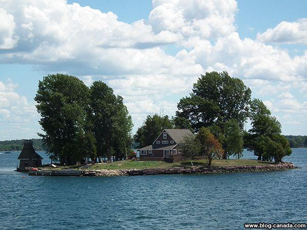 Maison sur un îlot dans la région des Milles-Îles à #Gananoque près de #Kingston ( #Ontario, #Canada) #1000islands #cruise #thousandislands