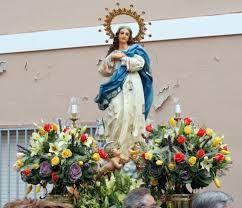 """Fiestas en honor a la Inmaculada: Todos los años coincidiendo con el puente de la Inmaculada del 6 al 8 de diciembre. Estás Fiestas son llamadas """"Fiestas de la Purísima"""" ya que desde el comienzo han sido llevadas exclusivamente por mujeres. Importante Procesión del día 8 donde los consortes de las mayoralas sacan a hombros la imagen de la Inmaculada."""