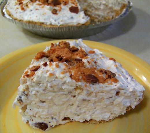 Butterfinger Pie that couldn't be any easier to make. 4 ingredients and 10 minutes prep time.Pies Crusts, Prep Time, Cream Cheese, Minute Prep, Butterfinger Pies, 4 Ingredients, Candies Bar, 10 Minute, Graham Crackers
