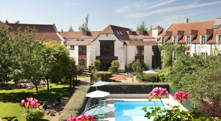Le Manoir de Gressy Gressy Located in the heart of a peaceful village, in green surroundings by the Ourcq canal, the hotel welcomes you on the site of an old 17th century farm.