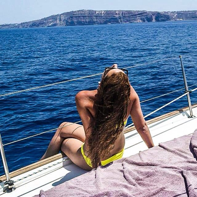 This is how we spend our days, having some luxury sailing in Santorini. Our stay in Greece is coming to an end, so I am happy that we got to see some of the islands, just wish I had the time to see more. #liveingreece #santorini #sailing #santorinisailing #island #islandlife #luxury #cyclades #vacation #lastday #greece  More pictures at: www.veja.blogg.no