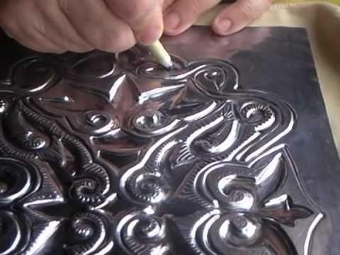 repujado en aluminio