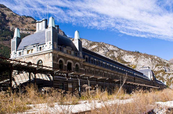 Gallery of 8 Extraordinary Examples of Abandoned Architecture - 8