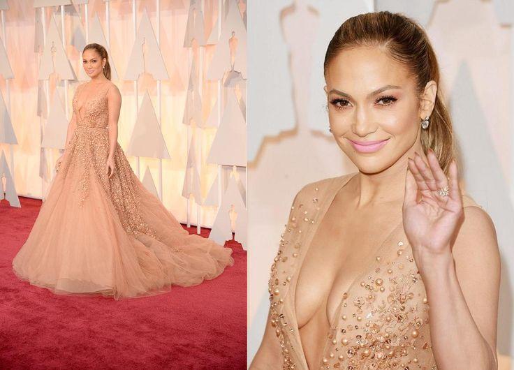 Regale: questo è l'aggettivo che più si adatta al magnifico abito Elie Saab indossato da Jennifer Lopez. E la sua acconciatura? La coda è stata sicuramente la rivelazione di questa Notte degli Oscar e la Lopez la esalta creando una coda alta, voluminosa e morbida e rossetto fluo. Spesso non ci piace il suo modo di vestire, ma stavolta la promuoviamo appieno! IL VOTO: 8