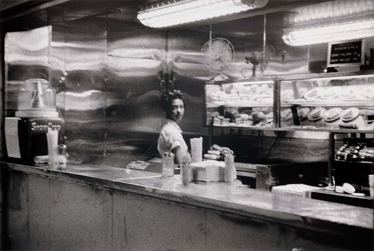 Coffee Shop, Robert Frank - composition (leading lines)