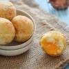 Puedes preparar estas deliciosas frituras en forma de bolas como una picadera sencilla para tus actividades. Tradicionalmente se rellenan de queso, ¿pero quien dice que no puedes variarlo?