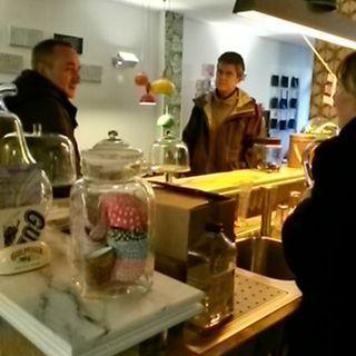Bert en Henk  Wageningen .art v Rob Steenbergen bekijken  in jr 70 eetcafe