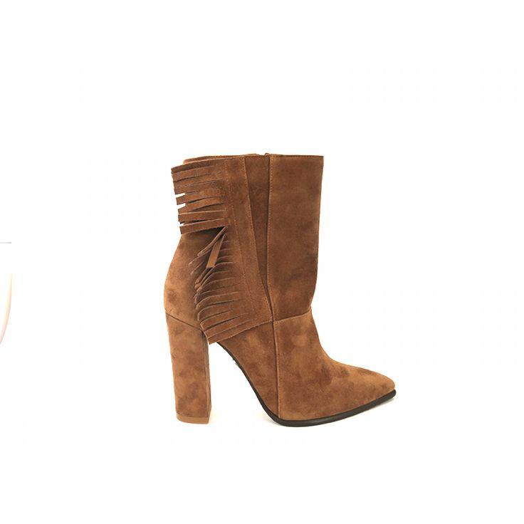 Botine din piele, botine cu toc inalt si varf ascutit, botine cu franjuri @pantofica.ro #boots #bohochic #boho #fringe #highheels