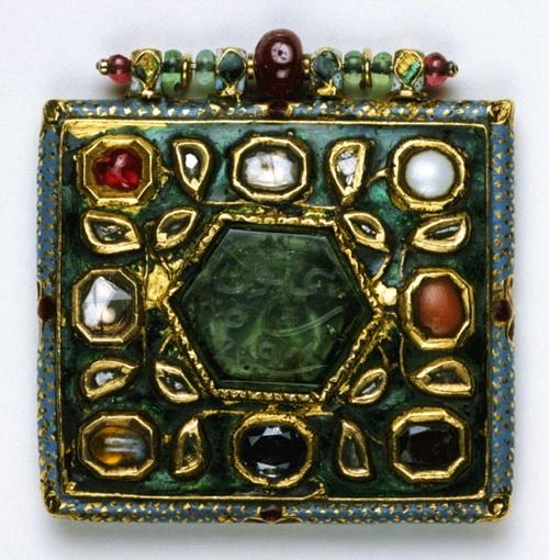 navaratna pendant  late 18th - early 19th century