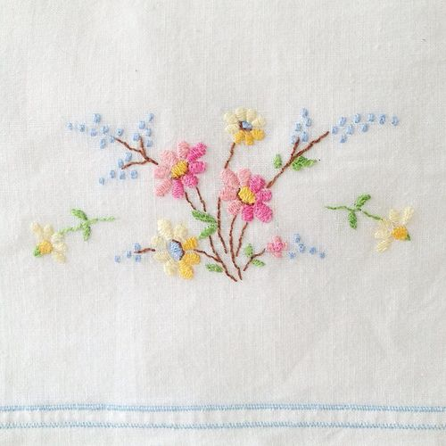 // Pretty vintage pillowcase embroidery by Ouissi //