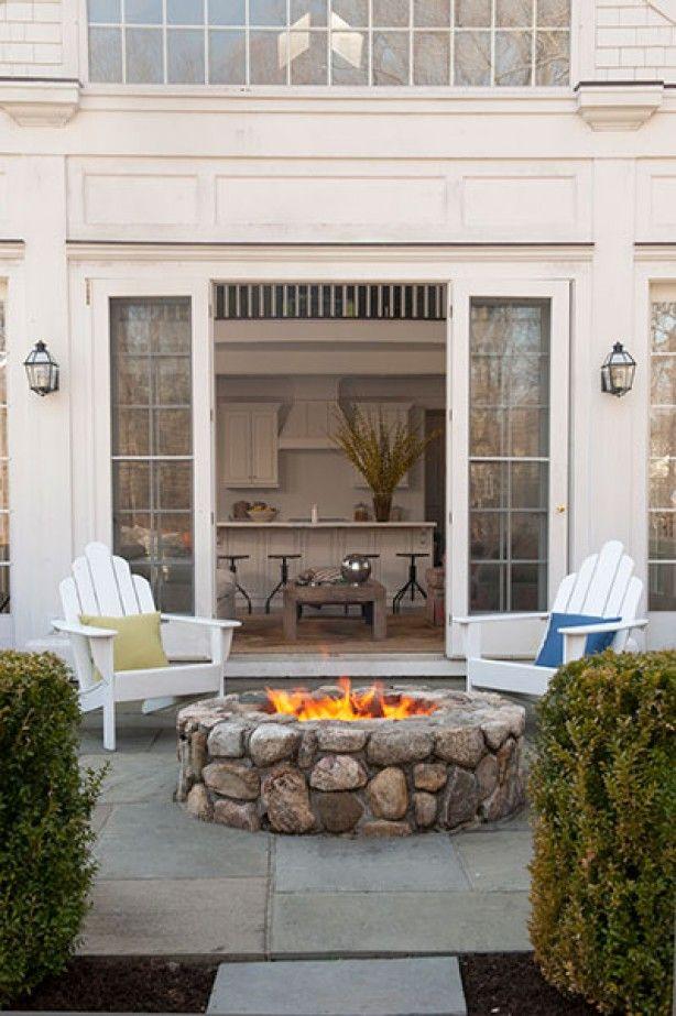Mooie deckchairs voor de tuin. Een een prachtige buitenhaard. Misschien wel wat groot voor mijn tuin...