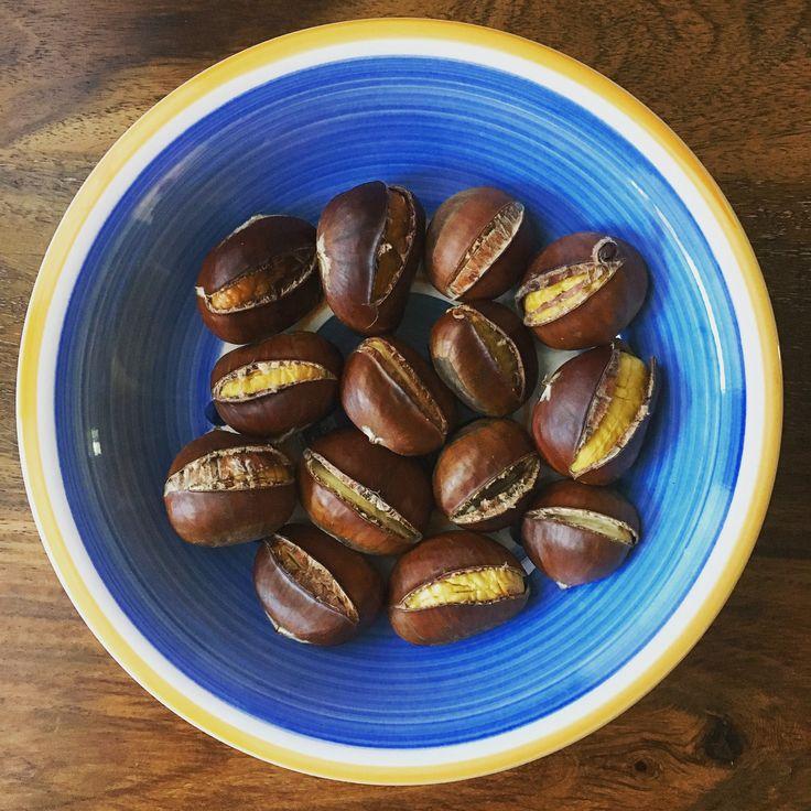 Gestern habe ich #Maroni im Supermarkt gefunden-yayy😁 Gleich eingesackt und soeben die ersten davon aus dem Ofen geholt🤗 ich liiiebe Maroni und dazu sind sie auch noch sehr #gesund #leckerschmecker #maronizeit #esskastanien #iluvit #gesundnaschen #basischessen #gesundessen #gesundeernährung #natürlichgesund #glutenfrei #paratfürdiekaltejahreszeit #eatclean #eatconsciously #eathealthy #healthy #healthyway #healthysnack #healthylifestyle #healthyeating #food #delicious #ilove #chestnut…