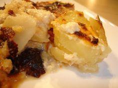 J'ai repéré cette recette sur le blog Légèreté et Gourmandise qui, je dois le dire, m'inspire énormément dans ma cuisine en ce moment, avant l'arrivée des fêtes... Pour 4 personnes 3 points par personne 8 petites pommes de terre (400g) 40cl de lait écrémé...