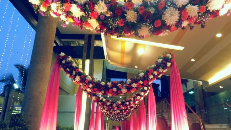 A reality reproduced in art. #Pathwaydecor #Floralentrance
