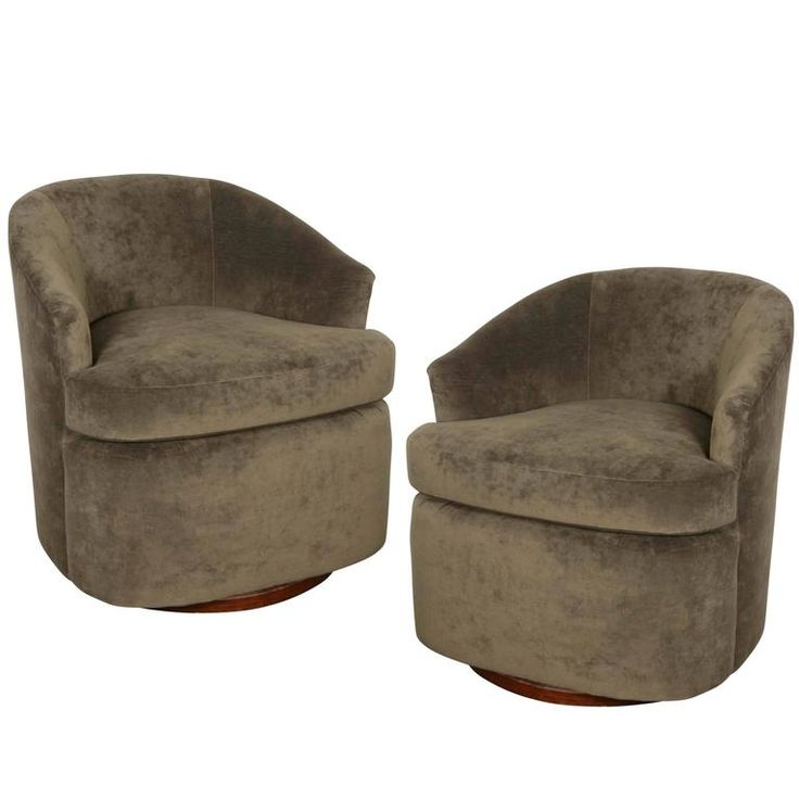 Pair of Swivel Club Chairs in the Manner of Milo Baughman 1