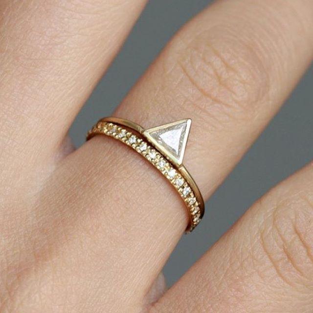 Uma opção mais moderna para o clássico anel de noivado. Achei linda…