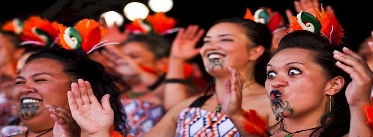 Το χορευτικό Ahikaaroa Kapahaka των Maori από το Christchurch της Νέας Ζηλανδίας.