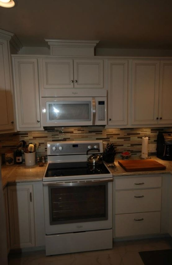 Cardell White With Silver Glaze And River White Granite White Kitchens Pinterest Ice