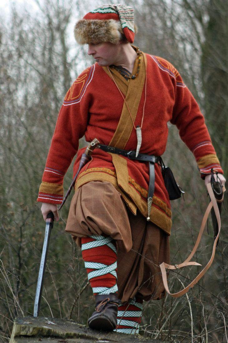 Sächsischer Krieger um 800 AD (franko-sächsische Kriege). Hose, Klappenrock, Unterkleidung, Mütze, Gürtel, Tasche und Sax-Scheide sind selbs...