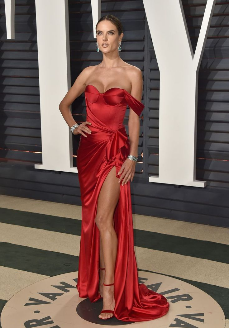 Model Alessandra Ambrosio Attends The 2017 Vanity Fair
