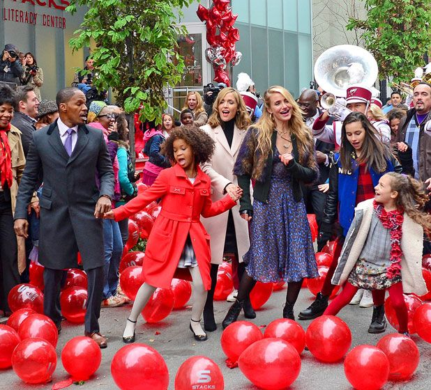 "Jamie Foxx, Quvenzhané Wallis, Cameron Diaz and other costars belt out ""Tomorrow"" while filming the movie remake of Annie."