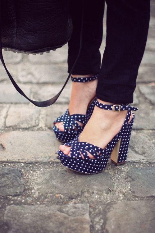 Ai que tudo!!! Super vintage essa sandália de Petit Poá! Eu quero! #Petitpoá