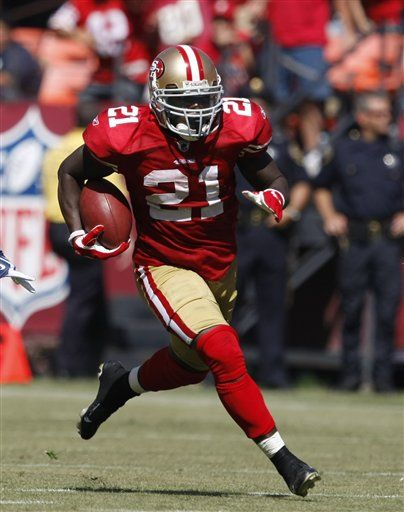 The 49ers number 21 Frank Gore sprinting down the field aiming for a touchdown.