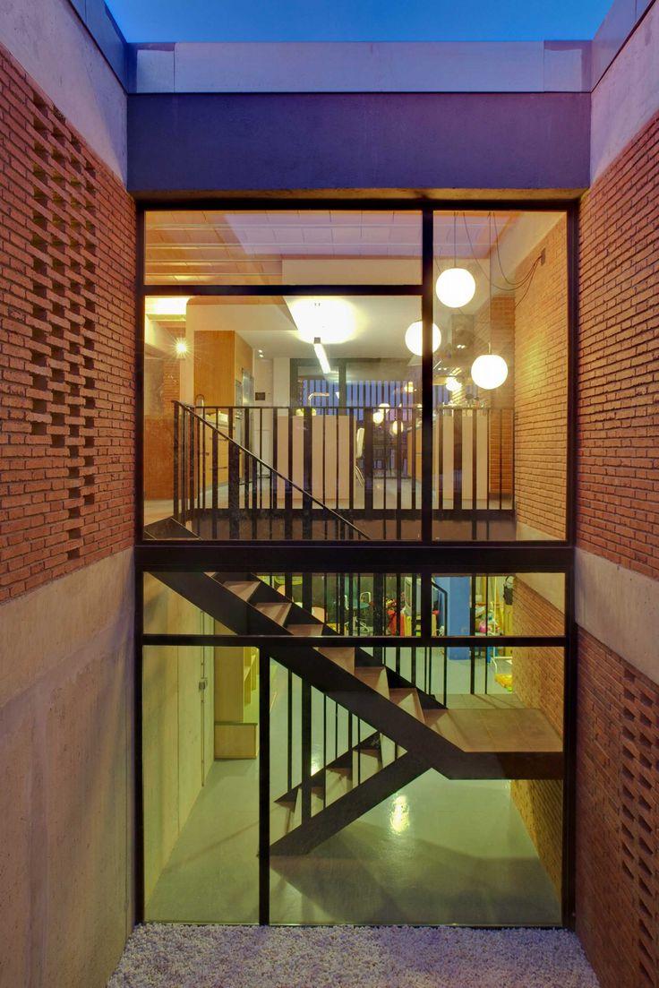 Casa unifamiliar en Alpicat (Lleida). Proyecto de 2009 en colaboración con Carles Enrich. Escalera y patio.