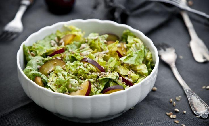 Podzimní salát se švestkami