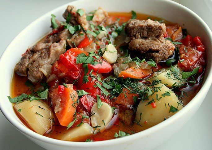 По этому рецепту вы сможете приготовить очень вкусное и сытное армянское блюдо – хашламу из говядины. Забирайте рецепт себе, парни! Необходимые ингредиенты:— говядина, 1 кг (грудинка)— картофель, 600…