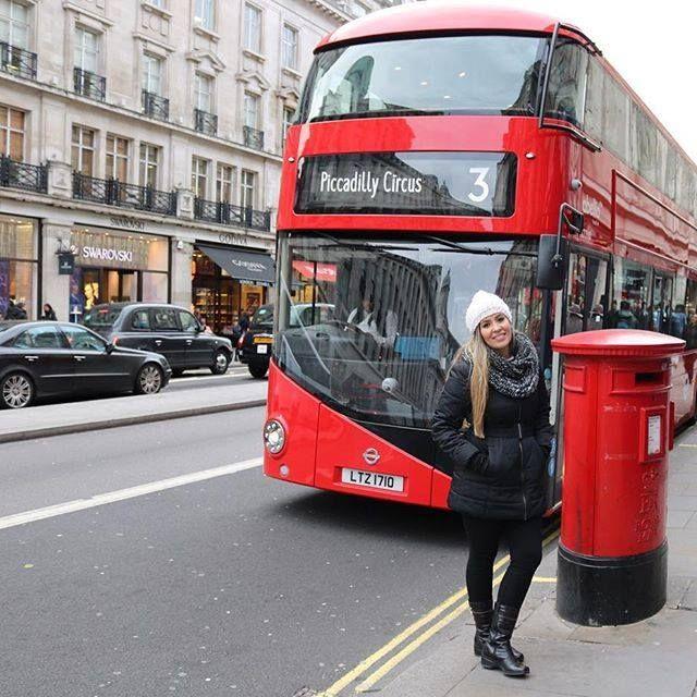 A Blogueira Mari Costa passeando em Londres com Bota Fiero #SouFiero